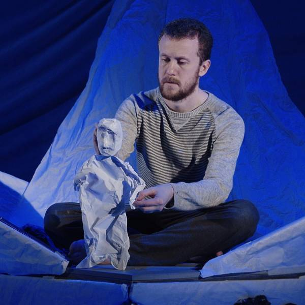 Tortoise in a Nutshell: Visual theatre can escape the problematic language of mental health